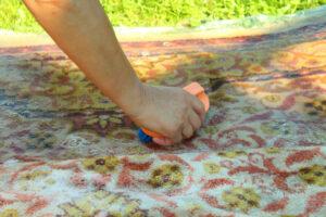 Ręczne pranie dywanów - czy to ma sens?