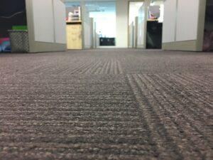 Wykladzina biurowa – zasady doboru, pielegnacji i czyszczenia