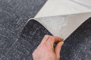 Apretura usztywniajaca, obcinanie fredzli i obszywanie dywanow, czyli proste sposoby na odnowienie zuzytych tekstyliow