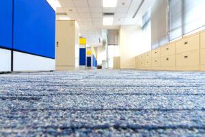 Brudna wykladzina w biurze i jej negatywny wplyw na ludzkie zdrowie