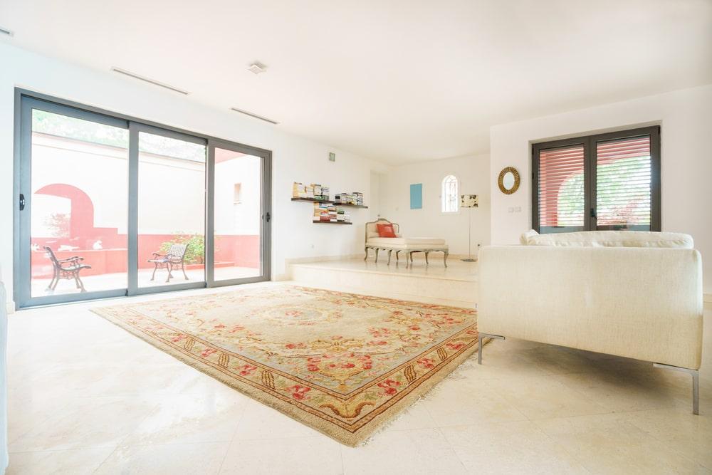 Jakie czynniki maja wplyw na cene dywanu – poradnik