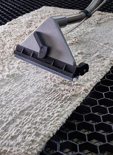 Odkurzanie-dywanów